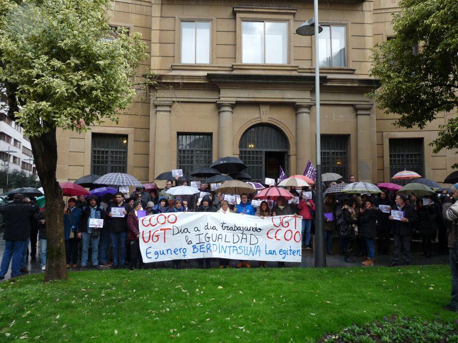 CCOO se concentran para denunciar las muertes por violencia de género y exigenprevención