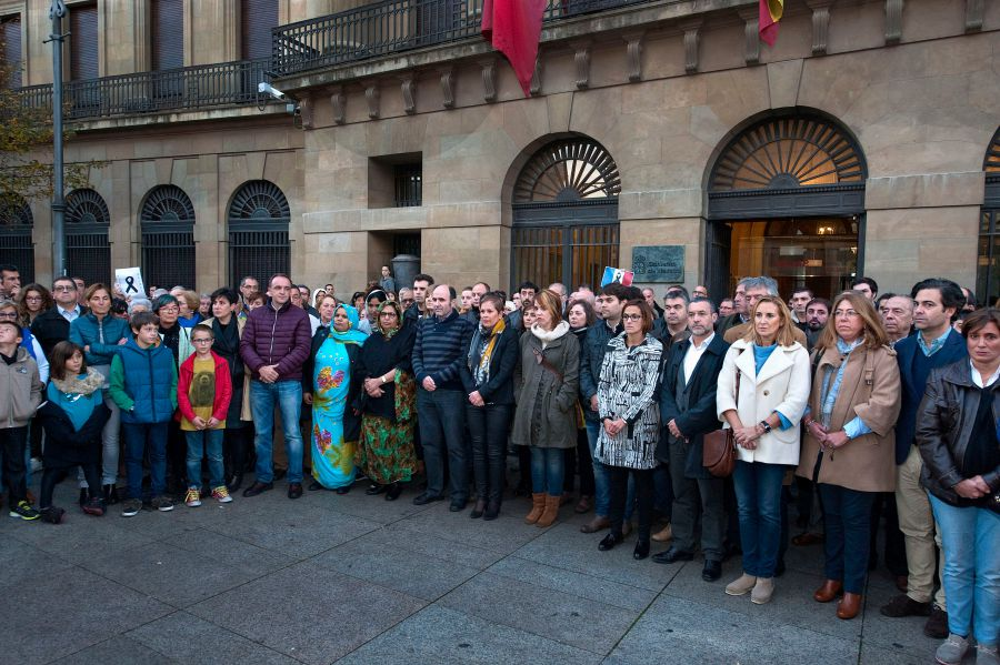 Concentración de condena a los atentados de París en Pamplona