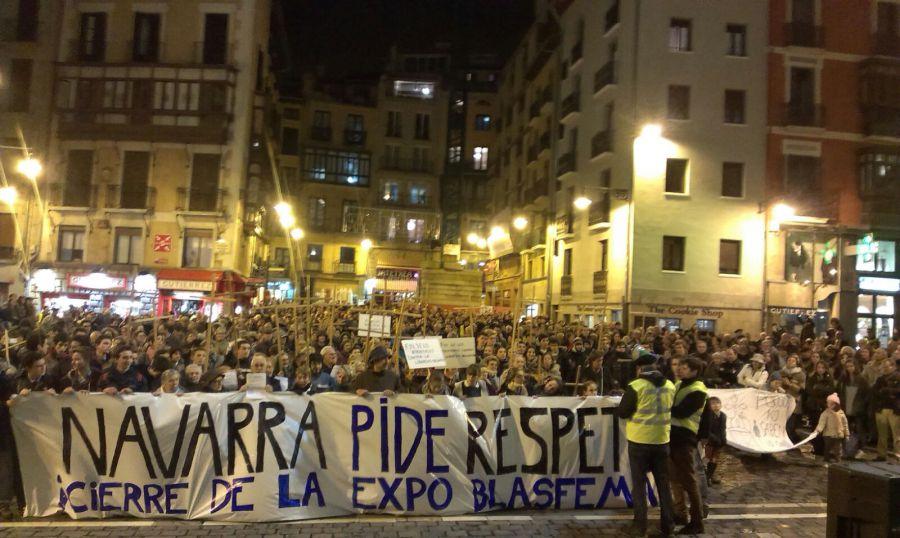 concentracion contra exposicion profana Azcona