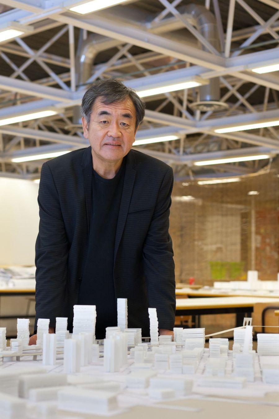 Más de 400 personas asistieron a la conferencia del arquitecto Kengo Kuma en la Universidad de Navarra