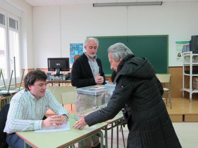 20 D: Normalidad en la apertura de los 359 colegios electorales de Navarra