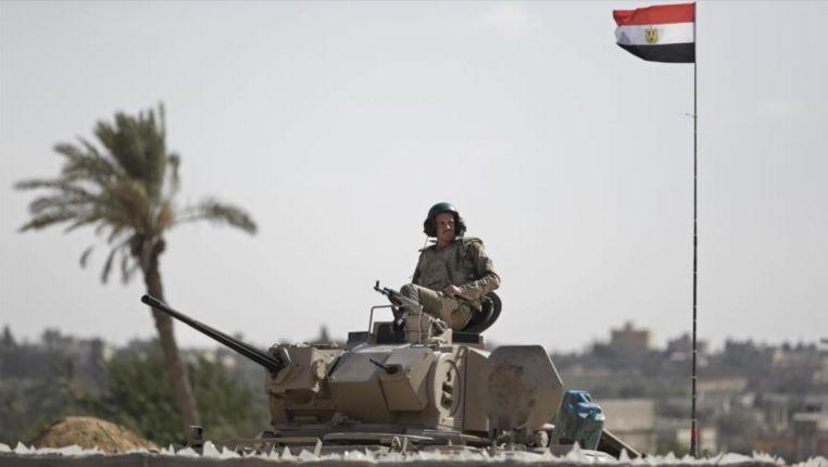 El ejército egipcio mata a 12 supuestos terroristas y arresta a 92 en el Sinaí