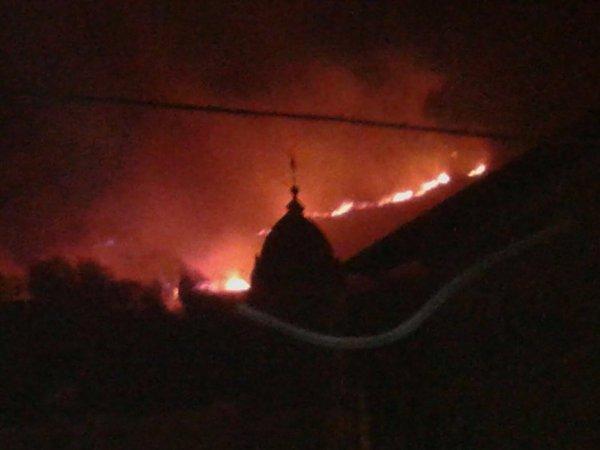 Continúan las labores de extinción del incendio entre Igantzi y Lesaca