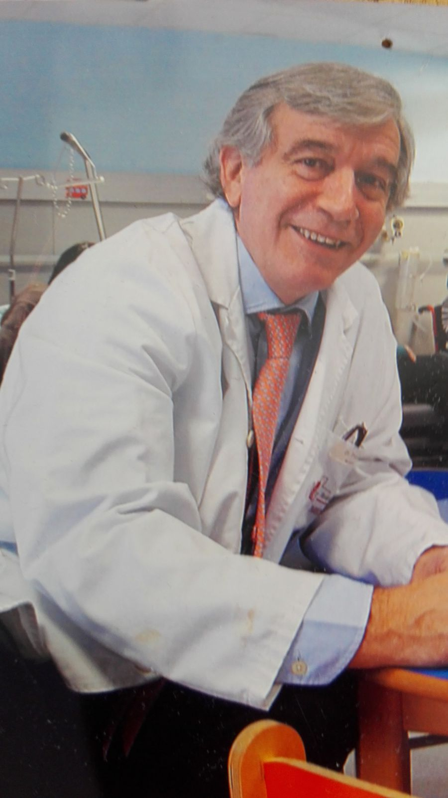 El navarro Javier Molina, nombrado socio de honor de la Asociación Española de Pediatría