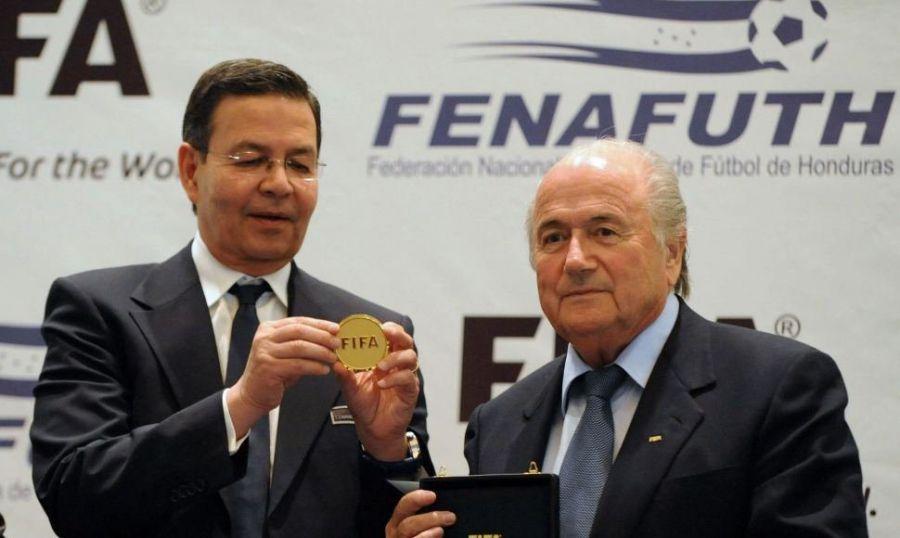 El expresidente Callejas, implicado en el escándalo de la FIFA, se entrega en EE.UU.