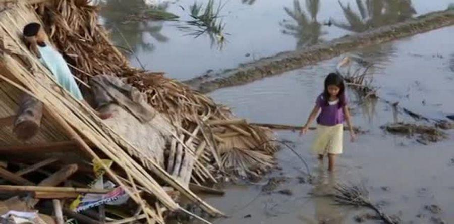 Al menos 40 muertos tras el paso del tifón Melor por el centro de Filipinas