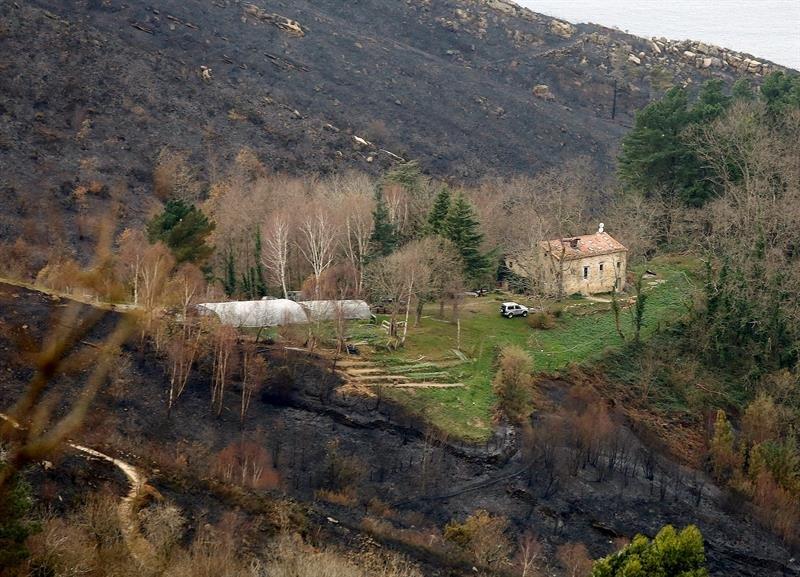 La lluvia ayuda a controlar el fuego en el Norte de España