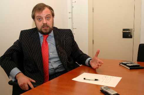 Arístegui presenta su dimisión como embajador en la India