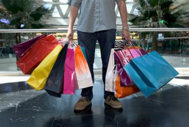 La confianza de los consumidores de la eurozona mejora en diciembre