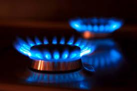 Los consumidores acogen con desconfianza la bajada de la luz y del gas