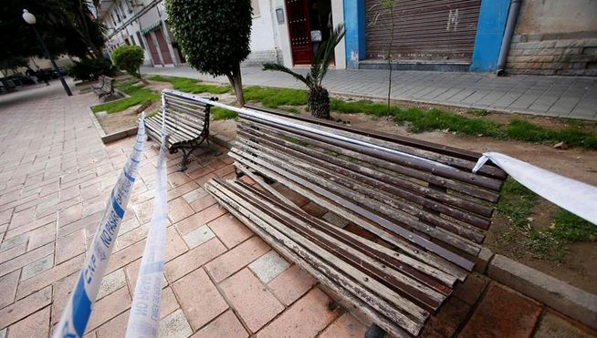 Un hombre fallece al caerle encima una mujer que trataba de suicidarse en Alicante