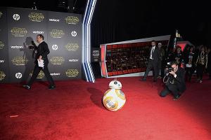 El estreno mundial de 'Star Wars: El despertar de la fuerza' congrega a todo Hollywood