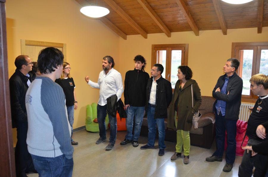Laparra visita las nuevas instalaciones de Gure Sustraiak para personas con discapacidad en Navarra