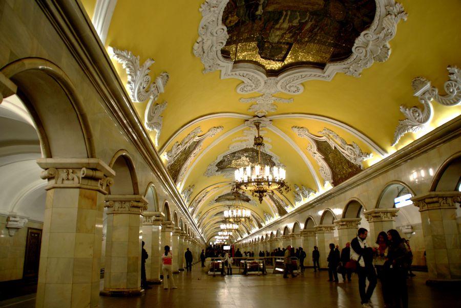 Tres heridos por una explosión en una parada de autobús en el centro de Moscú
