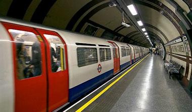 """Al menos tres personas resultan heridas en un """"atentado terrorista"""" en el metro de Londres"""