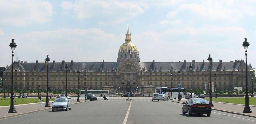 Detenido un hombre tras tratar de irrumpir con su coche en Los Inválidos en París