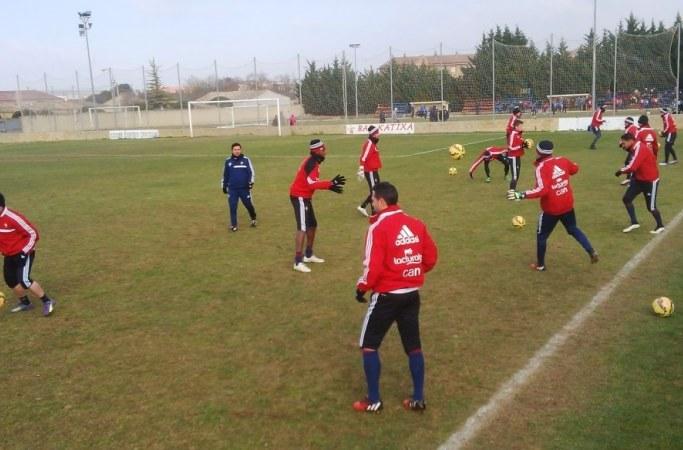 Entrenamiento exigente en Tajonar con la vista puesta ya en el Oviedo