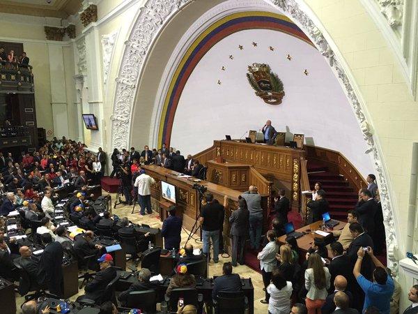 Venezuela se mantiene en calma postelectoral y con los ánimos divididos