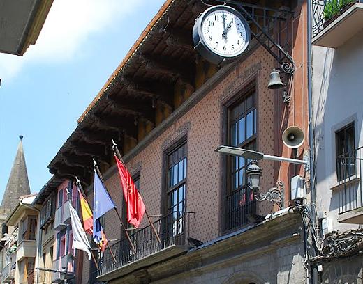 AISS insta a la presidenta de Navarra  a mantener los actos institucionales del Día de Navarra y el Premio Príncipe de Viana