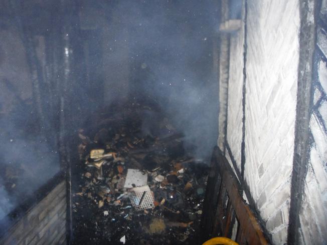 Un incendio esta madrugada en una vivienda de la calle del Carmen 12 provoca cuatro heridos