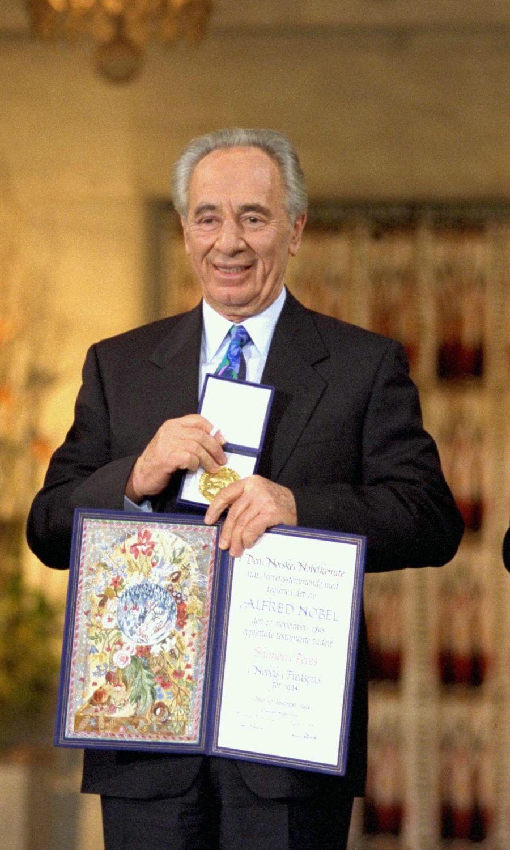 Simon Peres se encuentra bien pero seguirá hospitalizado