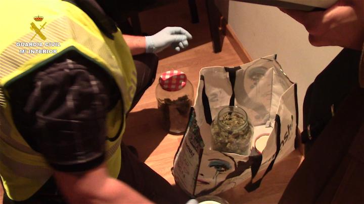 La Guardia Civil desarticula en Navarra dos redes de tráfico internacional de drogas