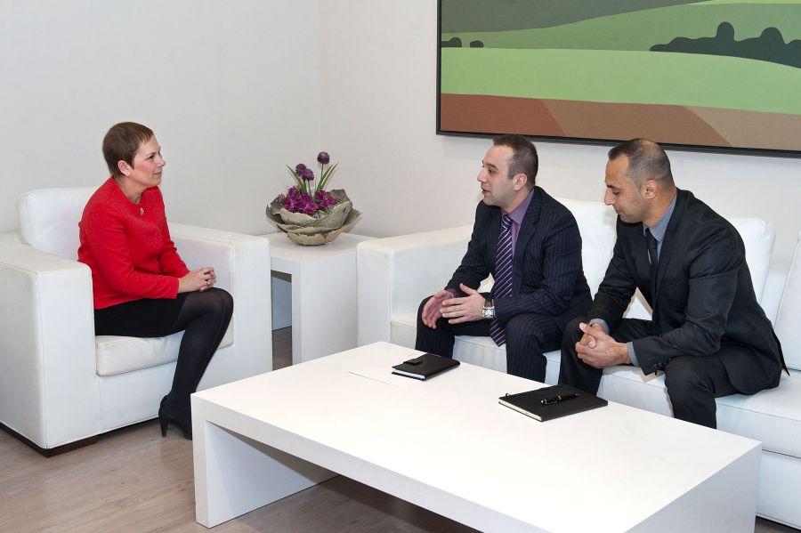 La Presidenta Barkos recibe al encargado de negocios de la Embajada de Azerbaiyán