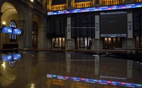 La Bolsa española rompe con siete sesiones de ganancias al caer el 0,27%