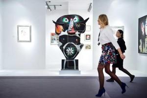 Varias personas asisten a la presentación a los medios de la Feria TEFAF (The European Fine Art Fair) en Maastricht (Holanda) este jueves, 10 de marzo de 2016