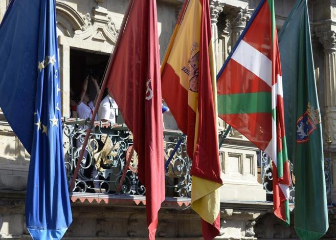 El Congreso rechaza el izado de la ikurriña en Navarra