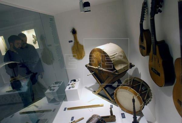 Exhiben 200 instrumentos étnicos del mundo en un pequeño pueblo de Alicante
