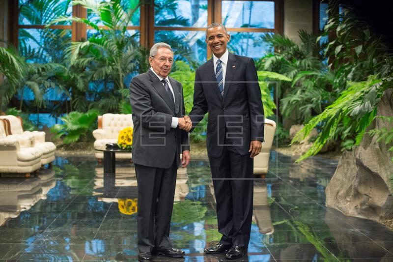 Raúl Castro recibe a Barack Obama en el Palacio de la Revolución de la Habana