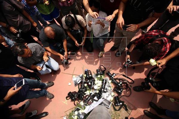 Los ataques a la prensa en México aumentan un 22% en 2015 con 392 casos y 7 asesinatos