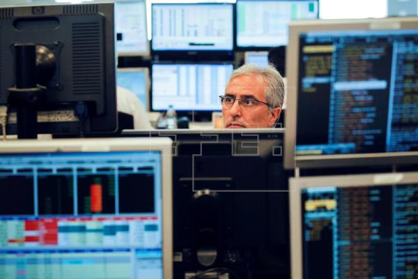 España coloca 5.570 millones en letras y cobra aún más a los inversores