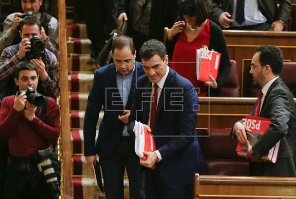 Sánchez se reúne con el equipo negociador del PSOE en el Congreso