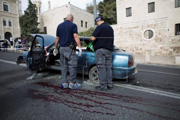 Dos atacantes palestinos muertos y un civil herido grave en un tiroteo en Jerusalén