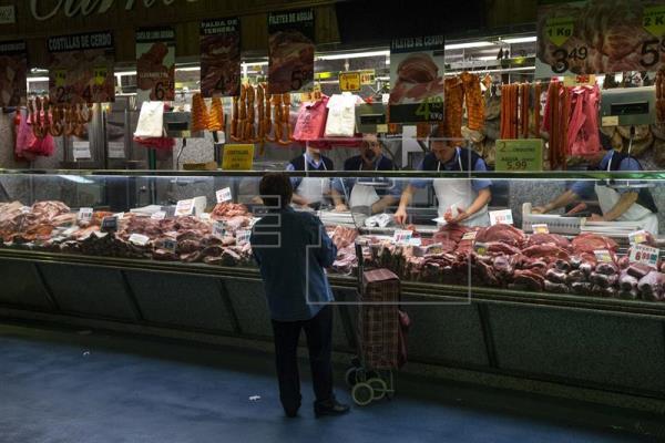 El comercio vende el 2 % más en enero y suma 17 meses al alza