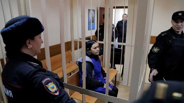 Los investigadores creen que la asesina de la niña en Moscú, actuó instigada por otros