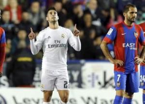 Isco celebra su gol ante el Levante. EFE