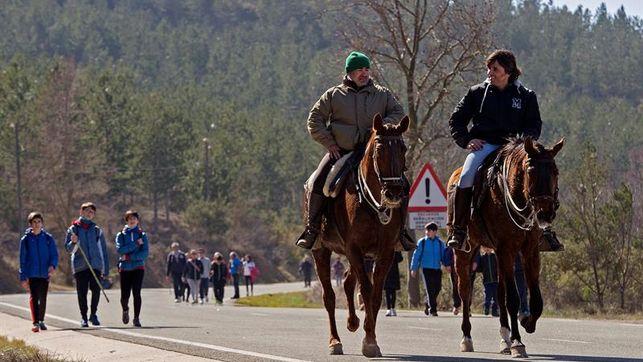 Segunda Javierada 2016: Más peregrinos marchan rumbo a Javier en un día soleado