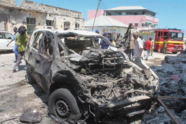 Al menos 15 muertos en un ataque con coche bomba en un mercado de Mogadiscio