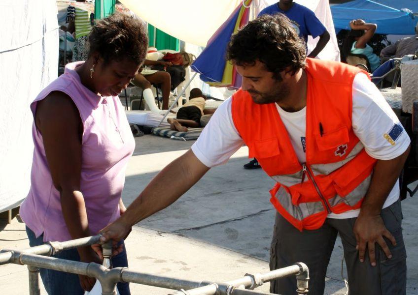 Arnold San Román Ollo de Cruz Roja Navarra colabora en la asistencia humanitaria en Ecuador
