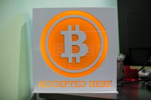 El logotipo de Bitcoin en Hong Kong (China). EFE/Archivo