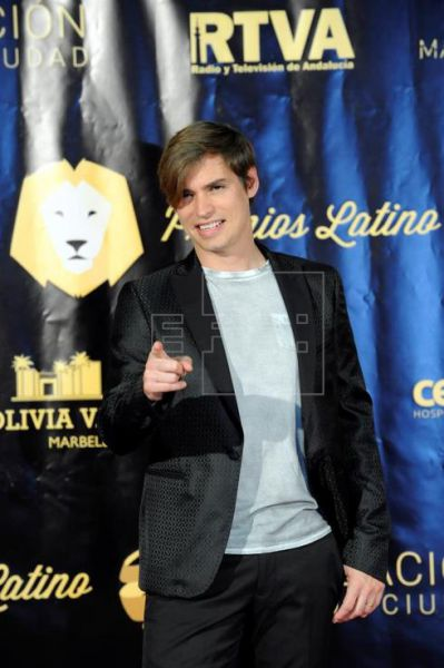 Carlos Baute recibe el Premio Latino Oro al mejor cantante iberoamericabo