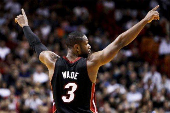Warriors se acercan a las finales en el Oeste; Heat empatan serie en el Este