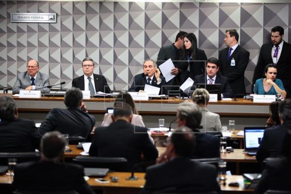 Senadores inician la votación que puede dejar a Rousseff a un paso de un juicio