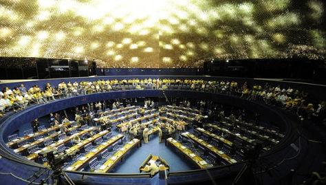 El Senado brasileño inicia la sesión que puede separar a Rousseff del poder