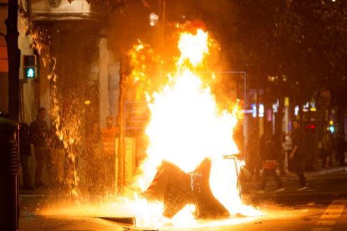 Un detenido y 11 heridos en la tercera noche de disturbios en Barcelona