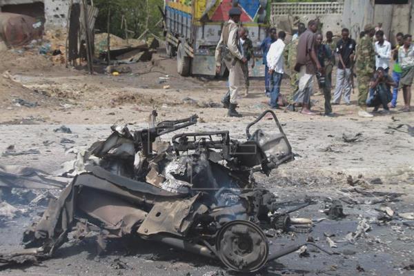 Al menos 13 muertos en dos atentados con coche bomba en Mogadiscio