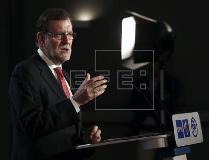 Rajoy: No son tiempos para amateurs ni para venir al Gobierno a aprender